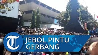 Demo Tolak RUU KUHP, Mahasiswa Jebol Pintu Gerbang Kantor Gubernur Jateng