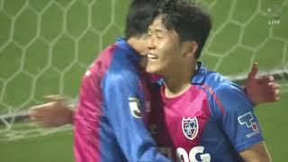 ナ サンホ(FC東京)が左サイドから供給されたクロスボールを頭で叩き込...