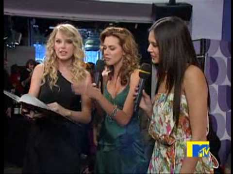Hilarie Burton & Taylor Swift Present The TRL Yearbook