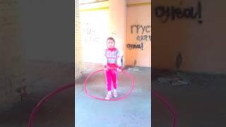 Видео урок как крутить обруч