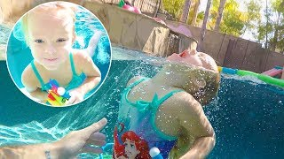 Video 💦 DIVING IN THE DEEP END OF THE POOL! 😱TOYS, SHARKS, WHALES download MP3, 3GP, MP4, WEBM, AVI, FLV Juli 2017