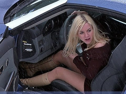 моя девочка в машине сосет член