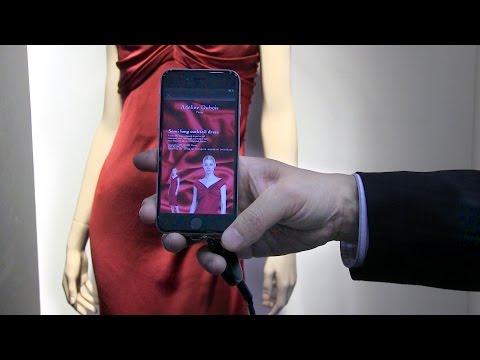 スマートフォンをLED光源にかざして情報をキャッチ
