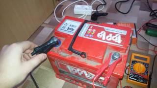 Какое напряжение должно быть на заряженном аккумуляторе и порядок подключения клемм