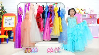 Boram joue au salon de la princesse et s'habille