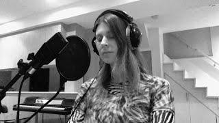 Смотреть клип Lydia Ainsworth - Loretta