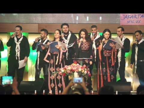 Paduan Suara Palestina Membawakan Lagu Natal