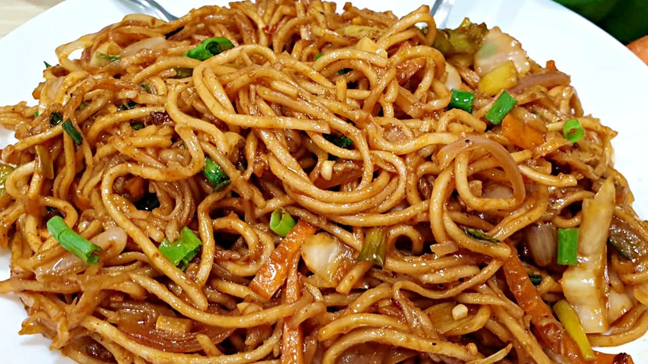 Street Style Veg Chowmein Recipe | Easy & Quick Homemade Noodles | Kanak's  Kitchen - YouTube