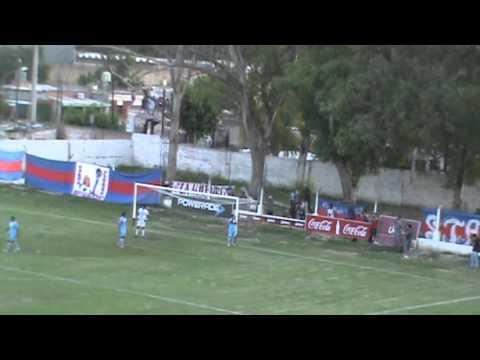 Atlético Güemes 2, Deportivo Aguilares 0. Primer gol de Güemes, Bellido en contra