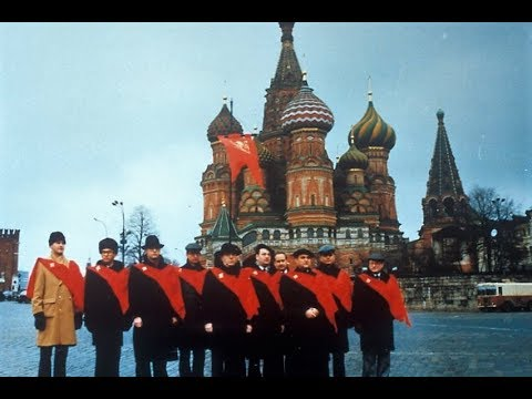 Moscow, december 1990 - A TFP delegation in front of the Kremlin