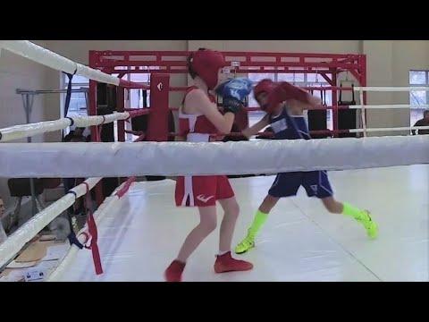 Бокс дети 11 лет. Правша работает в стойке левши