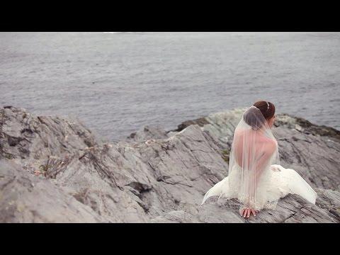 Rhode Island Kay Chapel Wedding /// To the Moon and Back