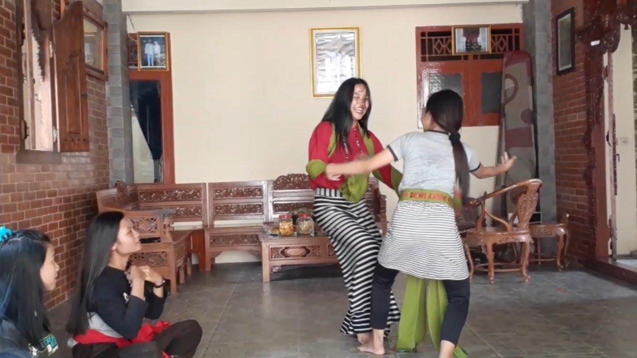 Latihan Nari terkocak sepanjang masa_ DEWI ARUM panawaren Latihan bersama (Part 2)