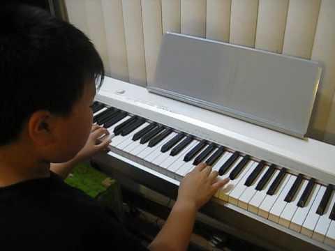 Piano ---- Halo Halo Bandung