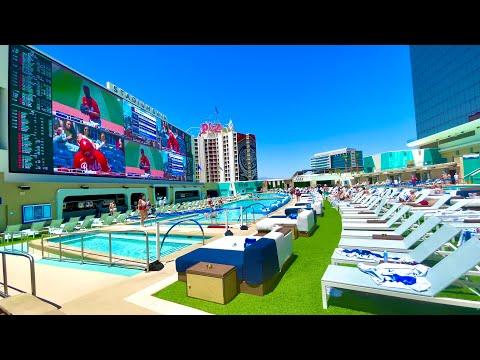 Why CIRCA Has The #1 Pool (STADIUM SWIM) & Best Bars/Drinks in Vegas