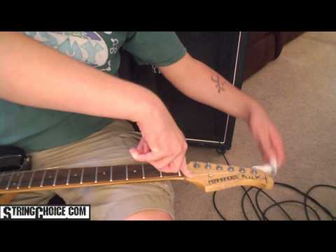 changing-electric-guitar-strings