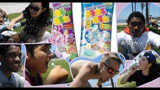 ロサンゼルスのビーチで変わったお菓子を紹介!Foreign people trying Japanese sweets