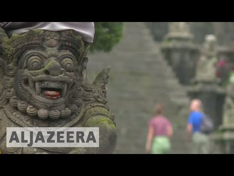 Despite active Bali volcano, government wants tourists
