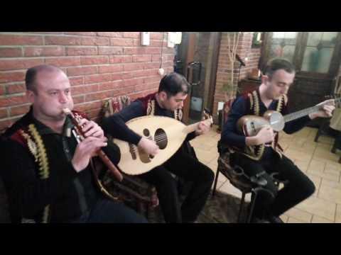 8 апреля 2017 г  г  Ереван ресторан Genacvale Ара Мкоян играет на дудуке GGA от