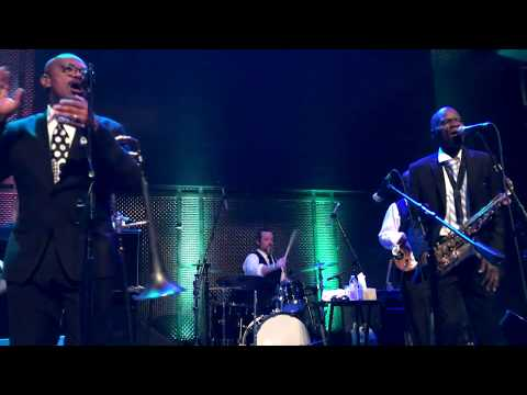 Pass the Peas - Maceo Parker @ Music Box 2017 (Smooth Jazz Family)