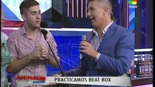 Gabriel Plastina, Damian Iglesias y Sony haciendo beatbox en Animales Sueltos