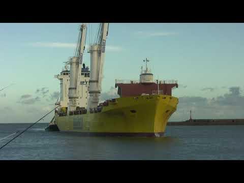 Big Lift Ship Happy Ranger arrives at Sunderland 18th November 2017