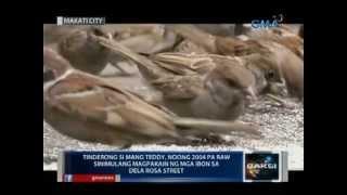 Saksi: Tinderong si Mang Teddy, dinudumog lagi ng mga ibon sa Dela Rosa Street sa Makati
