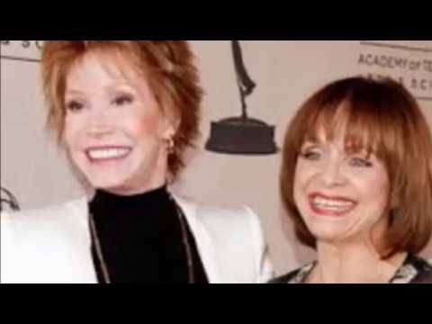 Mary Tyler Moore and Valerie Harper Are Sisters Forever❤