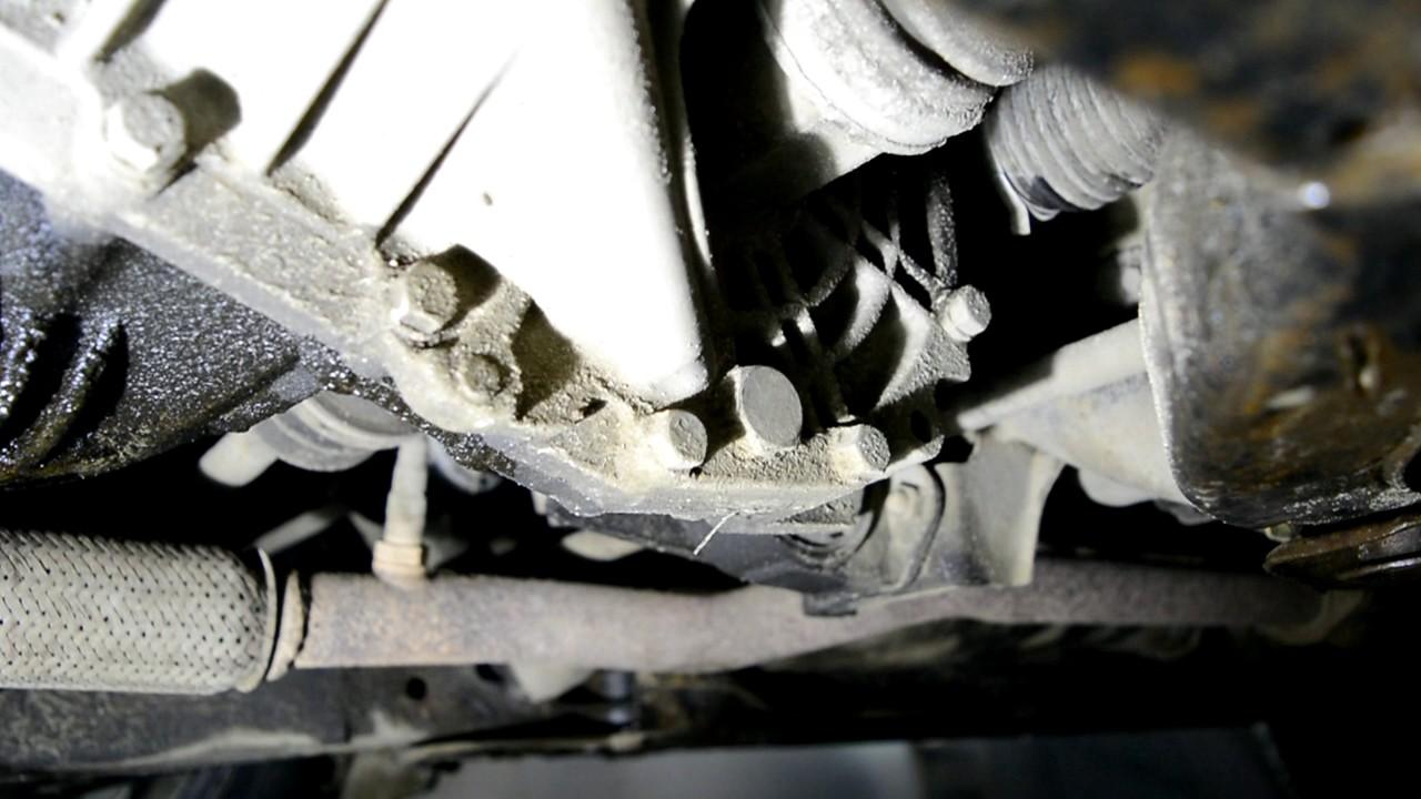 Hyundai Accent 2 (Getz, Elantra) Замена масла в МКПП (Механической коробке передач)