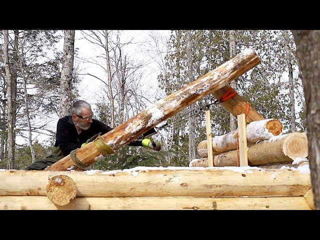 Lifting a 400 Pound (181 kilos) Log onto the Roof of a Log Cabin Alone
