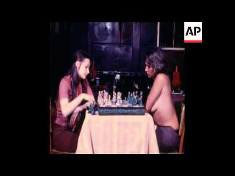 SYND 1-9-72 TOPLESS CHESS PLAYERS ISSUE CHALLENGE TO BOBBY FISCHER