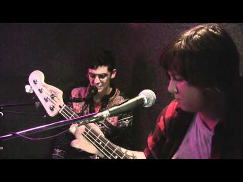 "MEN ""Boom Boom Boom"" / Interview (Live @ Viva Radio)"
