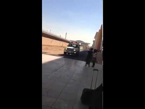 حارس امن جامعة الاميرة نورة يعاكس الطالبات