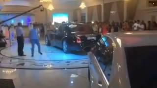 В Шымкенте свадебный кортеж заехал прямо в ресторан