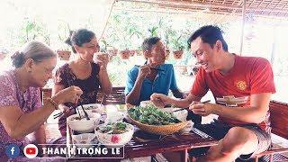 CƯỜI BỂ BỤNG với BÍ MẬT TUỔI THANH XUÂN của Bà Ngoại khi đang ăn PHỞ BÒ Mẹ nấu
