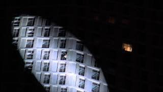 Alain ROBERT (Spiderman) - Cayan tower, Dubai - April 12, 2015 - Full climbing