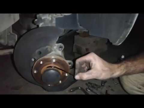 Замена тормозных дисков и колодок Lada Granta