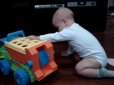 Bebe 9 meses brincando de carrinho youtube - Bebe de 9 meses ...