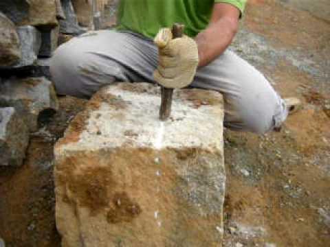 Como se racha uma pedra de granito youtube for Como se vende el granito