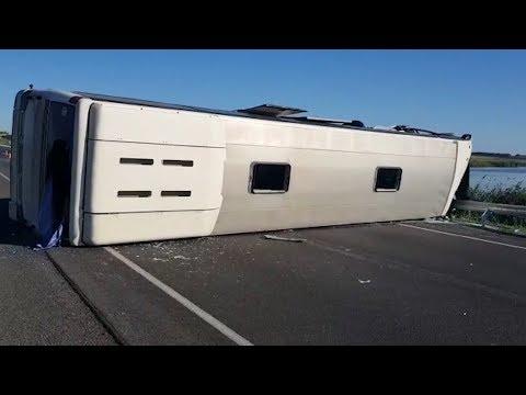 В Волгоградской области в ДТП с автобусом один человек погиб и 6 пострадали