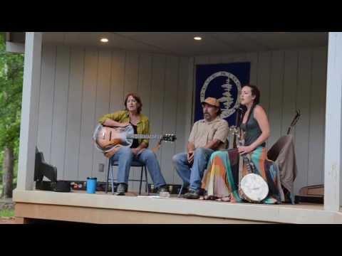 "Traynham Family Trio - ""Cuckoo Bird"" & ""Wait Till I Put On My Robe"""