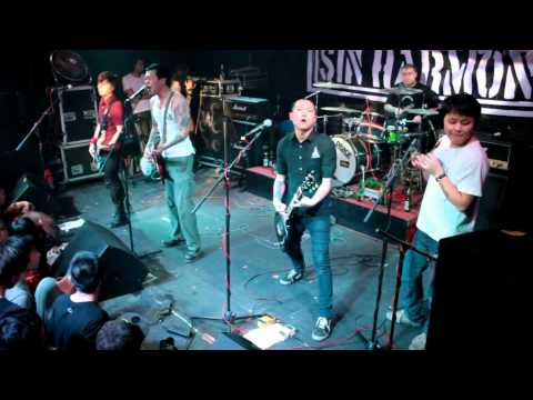 SMZB (生命之饼) 15th Anniversary Show @ VOX Livehouse, Wuhan, Hubei Province, China,  12-25-2011