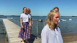 Lyse Nætter - pigerne fra 9.årgang til Dimission 2020 Molsskolen