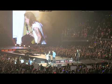 Girl loses her phone and Harry Styles returns it - o2 London 26/09/15