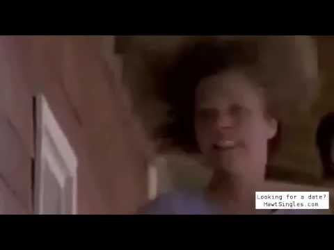Finn Carter drops her pants to escape Tremors