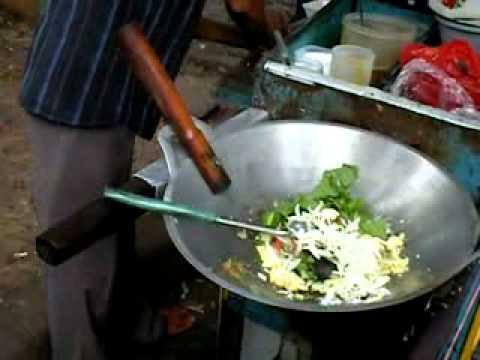 How to make Nasi Goreng (Fried Rice) in Indonesia