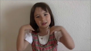 Liana (6 years old) reads the Japanese classics Makuranosoushi. htt...