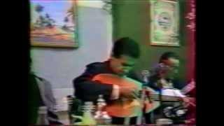 "Ezzahi vidéo fête le 14.11.1989 interprète "" el haraz "" yeux fermé"
