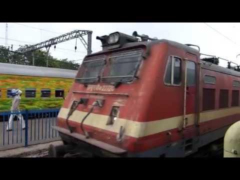 Punjab Mail watches Nagpur CSTM Duronto Express arriving at Igatpuri station