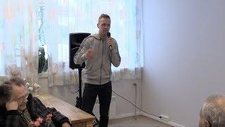 Standup på gamlehjem - Mads Hansen